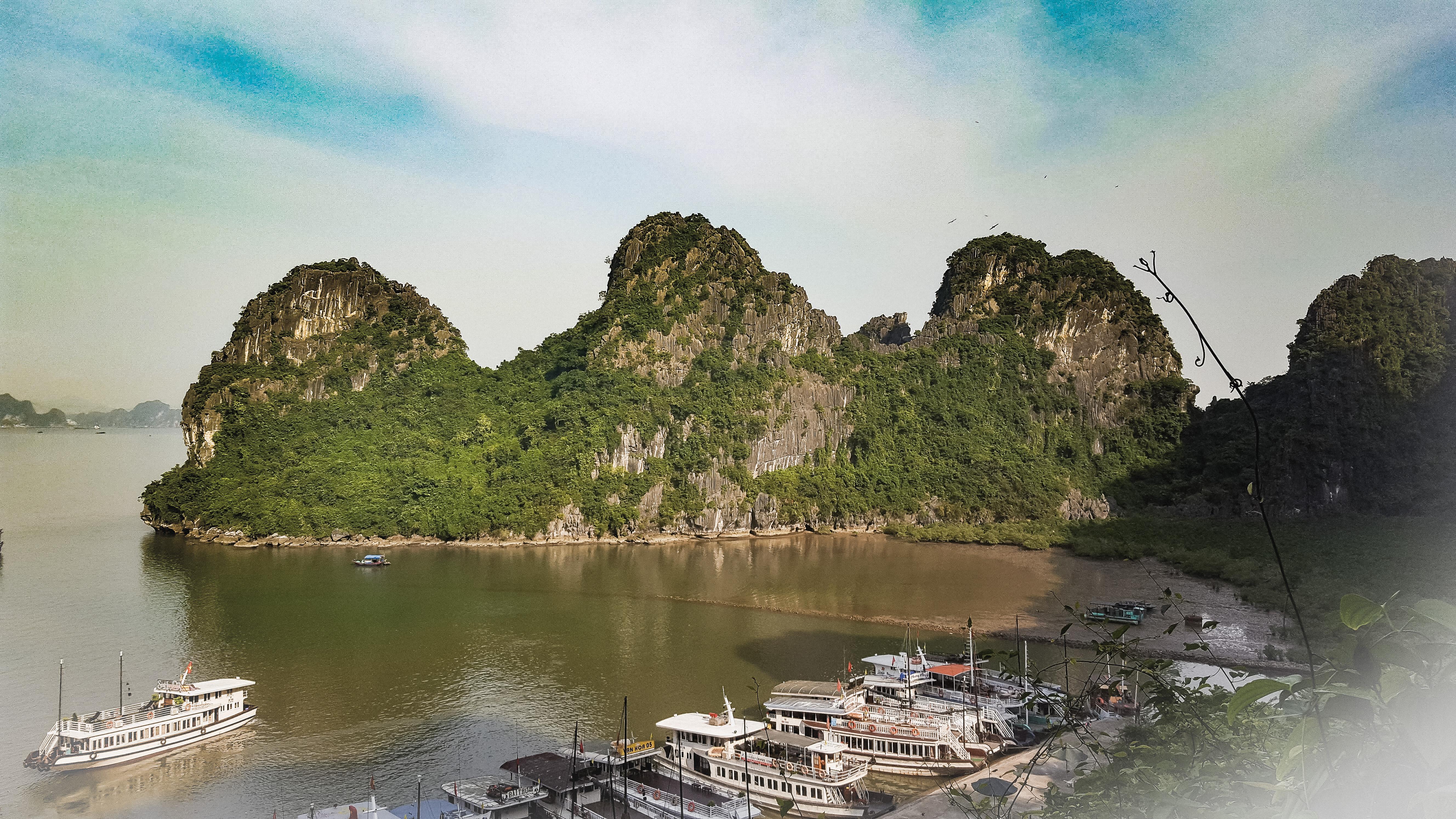 Vietnam veduta dall'alto della Baia di Halong