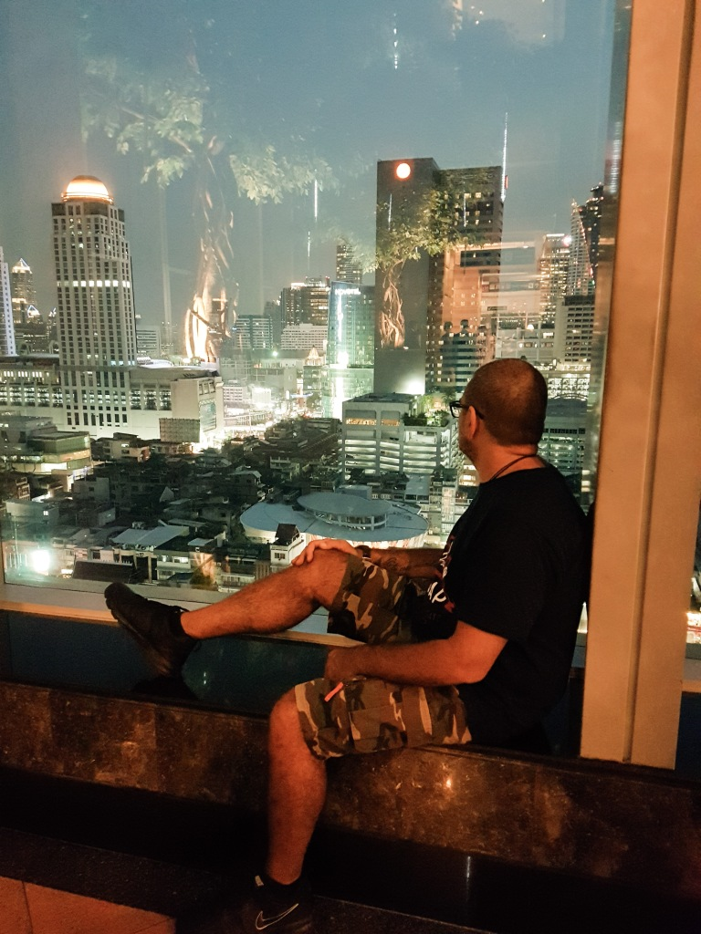Guardando Bangkok di sera
