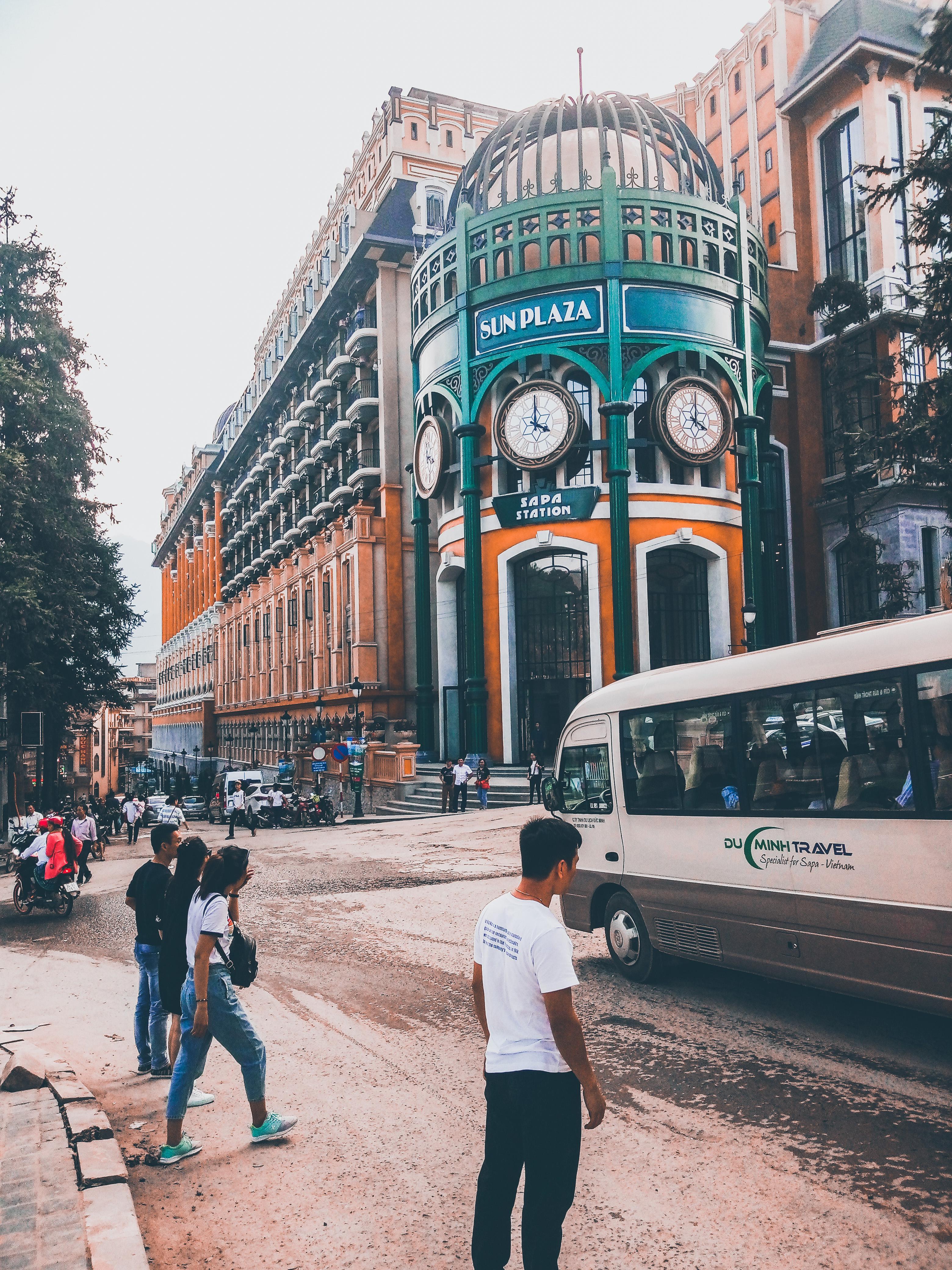 Piazza centrale città di Sapa