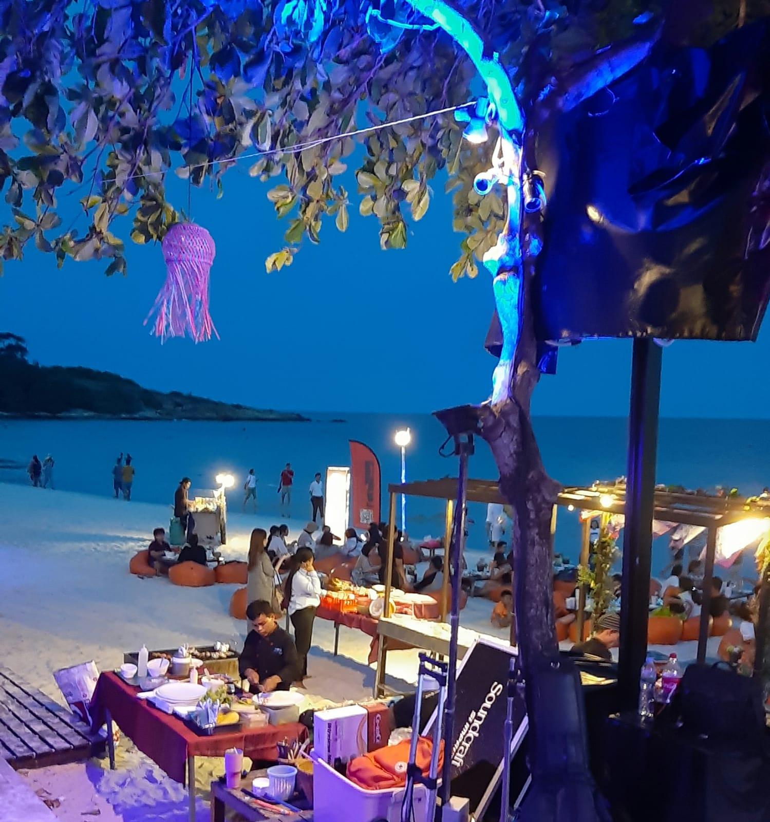 Thailandia locale sulla spiaggia di Koh Samet