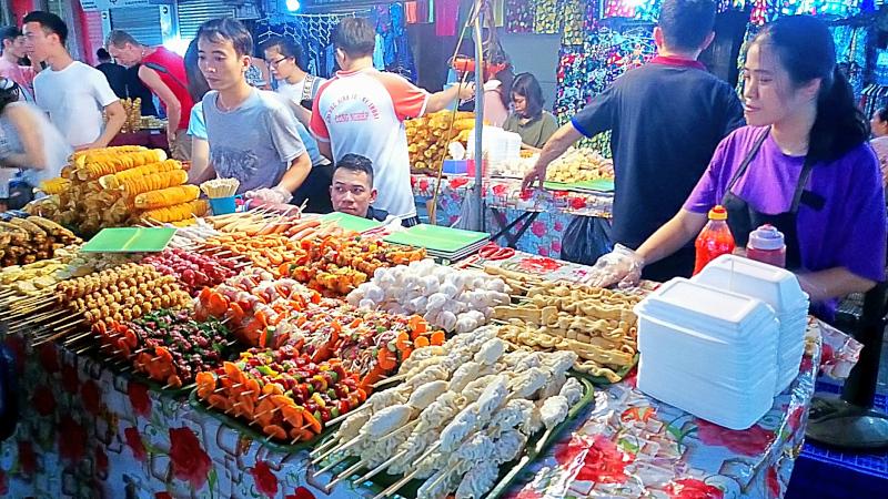 Hanoi e il cibo da strada il vero street food.
