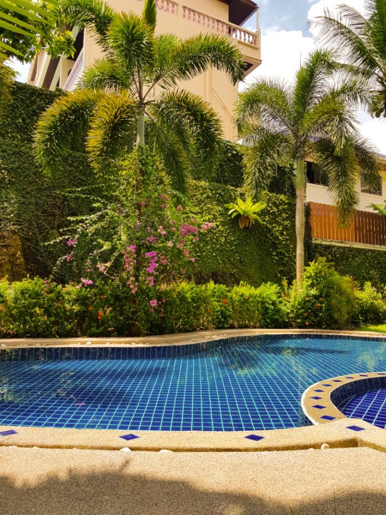 Phuket_piscina_Surin_Sabai