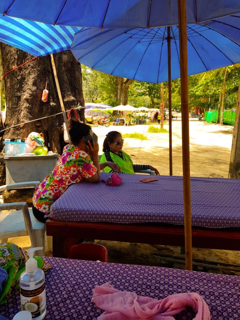 Phuket_massaggi_sulla_spiaggia